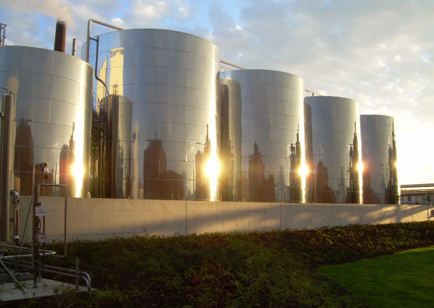 2001: Construction of the first animal fat-based BioDiesel plant in Europe (Malchin, Germany)